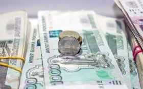 Российский рубль продолжает стремительно дешеветь - названа причина