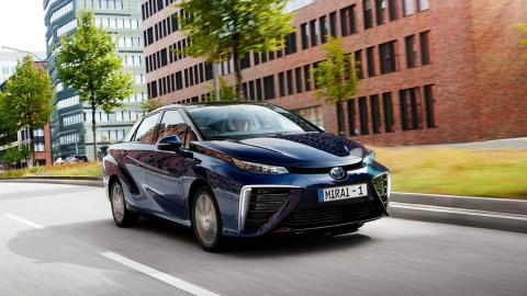 Toyota планує повністю відмовитися від бензинових автомобілів до 2050 року
