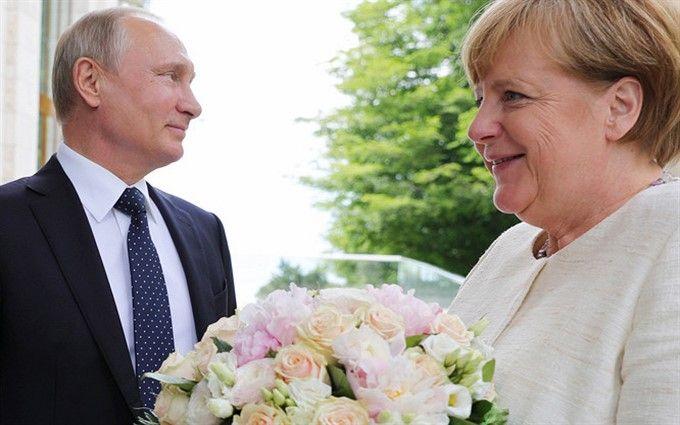 """""""Ніби баба"""": на російському ТБ хамовито висловились про Меркель через букет Путіна"""