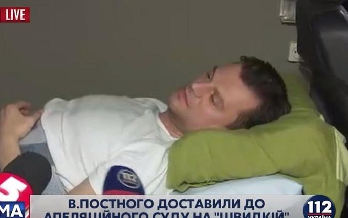 Фігуранта гучної справи привезли до суду на лікарняному ліжку: опубліковані фото