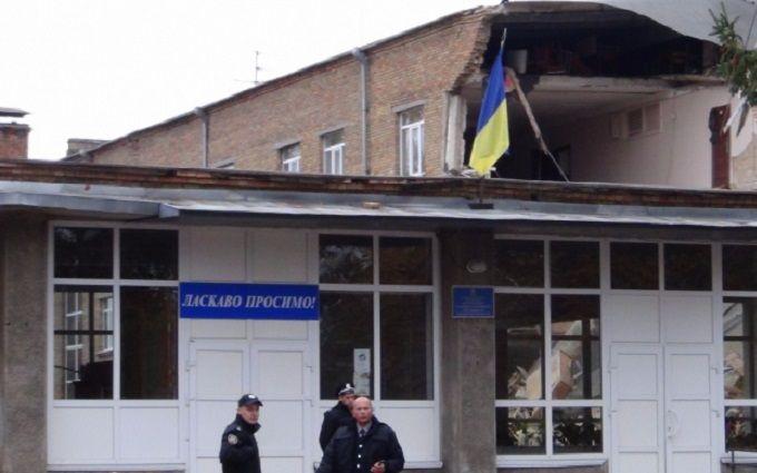 Обвал стіни в школі під Києвом: з'явилися нові подробиці і відео