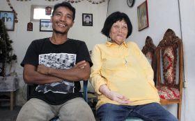 28-летний мужчина женился на 82-летней женщине, влюбившись в ее голос: появились фото