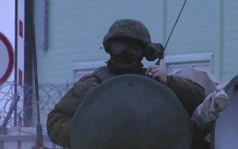 Россияне стянули в оккупированный Крым военных и спецтехнику: что случилось (1)