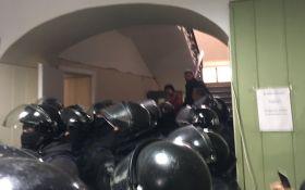 Суд над Коханивским: полиция приняла жесткие меры, появились видео