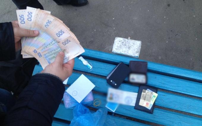 На Донбассе крупный полицейский чин погорел на взятке: опубликованы фото и видео