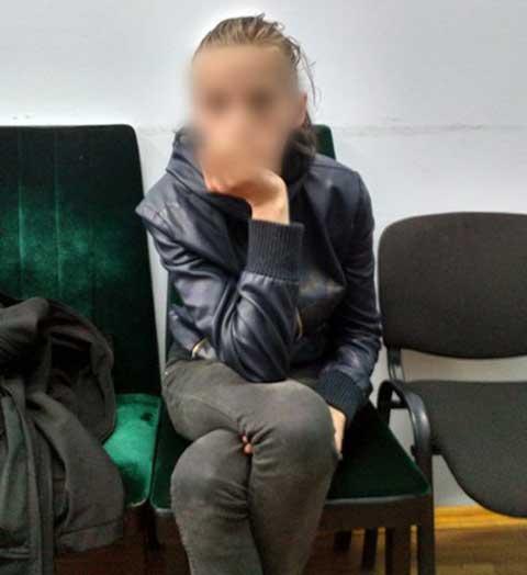В Киеве задержана женщина, бросившая ночью детей на улице: опубликованы фото и видео (1)