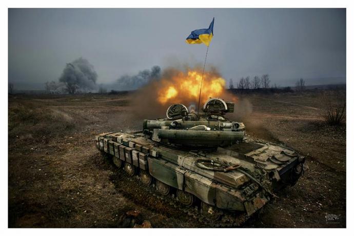 Танки війни: герой недавнього скандалу виклав нові яскраві фото з Донбасу (1)