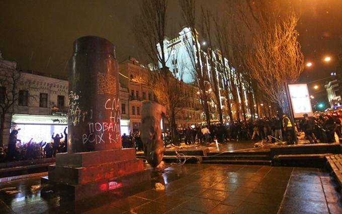 У Києві на місці Леніна з'явилася загадкова фігура: опубліковано фото