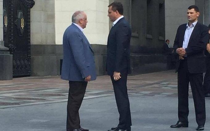 Главу фракції Порошенко побачили з одіозним екс-регіоналом: з'явилося фото