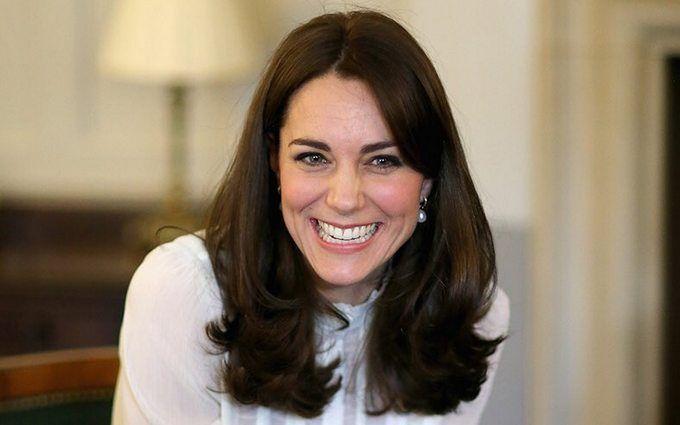 Вагітна Кейт Міддлтон зачарувала мережу бюджетним нарядом: з'явилися фото і відео