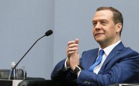 Український банк вигадав новий жарт про Мєдвєдєва: опубліковано фото