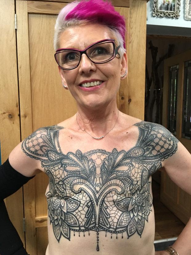 Онкобольная женщина превратила шрам после удаления груди в шедевр: впечатляющие фото (3)