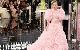 Дочка Деппа закрила показ Chanel на Тижні моди в Парижі: фото і відео нової колекції