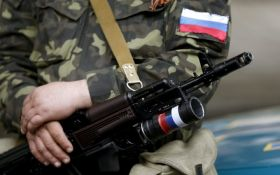 Шапка встроена в мозг: в сети высмеяли фото путинского вояки на Донбассе