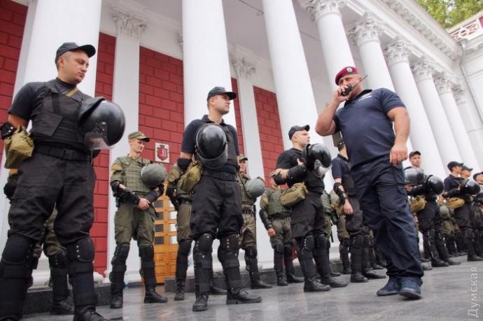 В Одесі активісти спробували прорватися до мерії: з'явилися фото і відео (1)