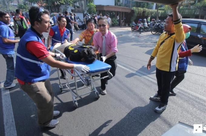 В церквях Индонезии произошла серия терактов, много раненых и погибших: появились жуткие фото и видео (2)