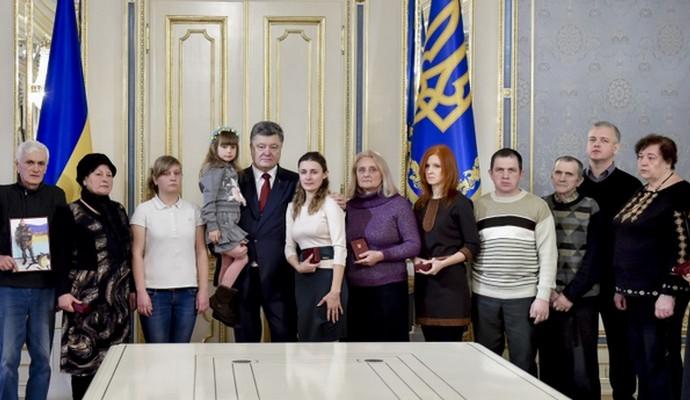 Порошенко встретился с семьями погибших военных