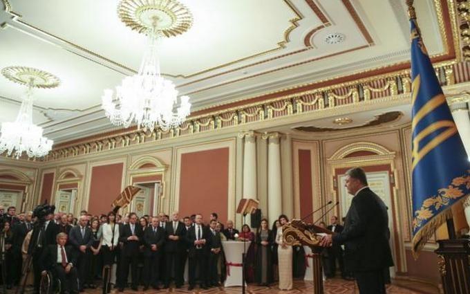 Порошенко назвал «киборгов» символом государства Украины , которую нереально  одолеть