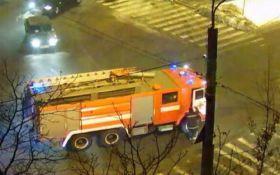 В Киеве прямо на улице загорелась машина: появились фото и видео