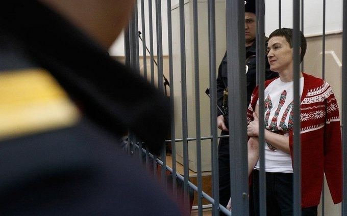 На суде над Савченко разгорается скандал с журналистами и титушками