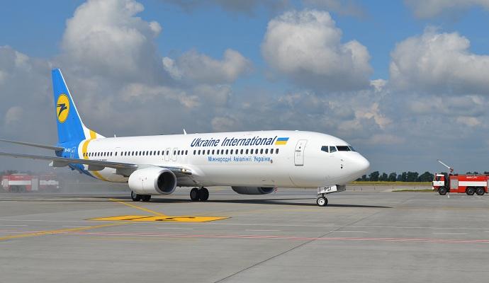Во Львове самолет МАУ совершил аварийную посадку
