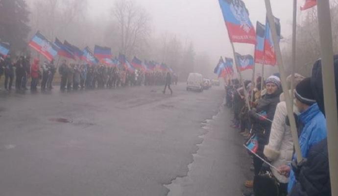 Для главаря ДНР устроили показуху с флажками: опубликовано видео
