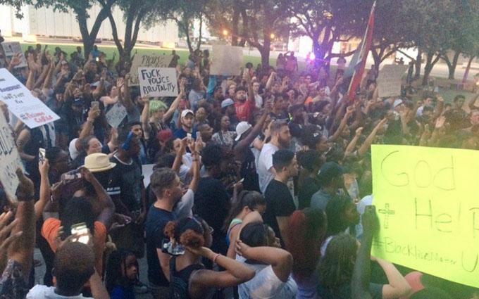 Розстріл поліцейських в Далласі: з'явилися нові подробиці і відео