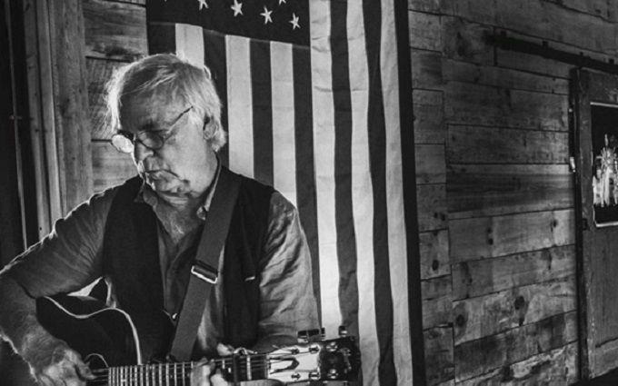 Відомий американський співак вибачився перед фанатами і помер під час виступу