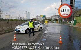 В Киеве вновь затопило одну из улиц близи центра: появились впечатляющие фото