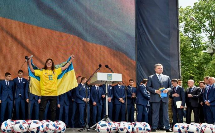 Сборную Украины торжественно провели на Евро-2016: опубликованы фото и видео (1)