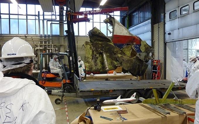 Як розслідують катастрофу Boeing над Донбасом: з'явилися фото процесу