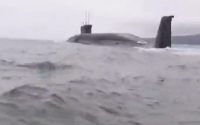 Російські рибалки обматюкали підводний човен, соцмережі веселяться: з'явилося відео