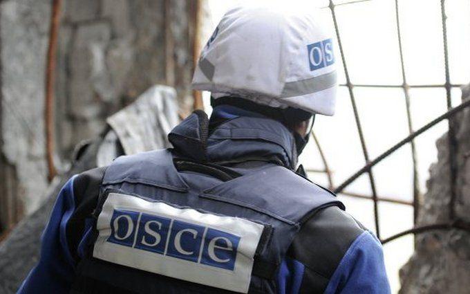 ОБСЕ показала, как боевики на Донбассе бьют из запрещенных орудий: поя