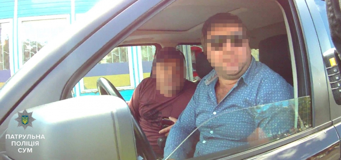 У Сумах копи жорстко затримали нахабного водія Range Rover: з'явилися відео та фото (1)