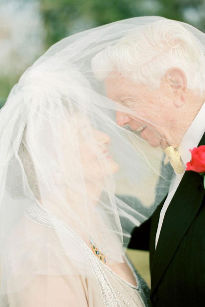 Історія кохання: пара відзначила 63 роки сімейного життя романтичною фотосесією (2)