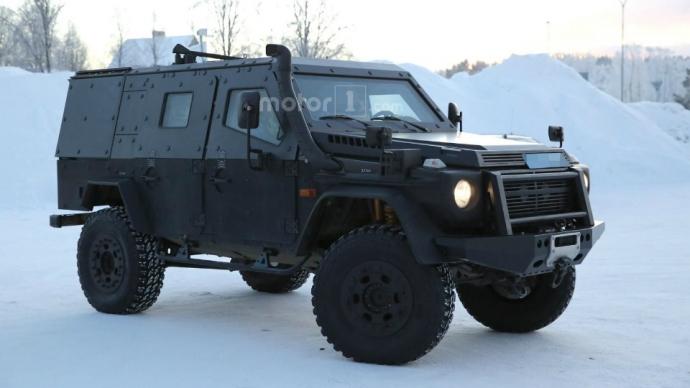 Компания Mercedes-Benz вывела на тесты новый военный броневик на базе G-Class (6 фото)