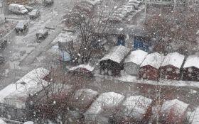 В России перед майскими праздниками снова выпал снег: опубликованы видео
