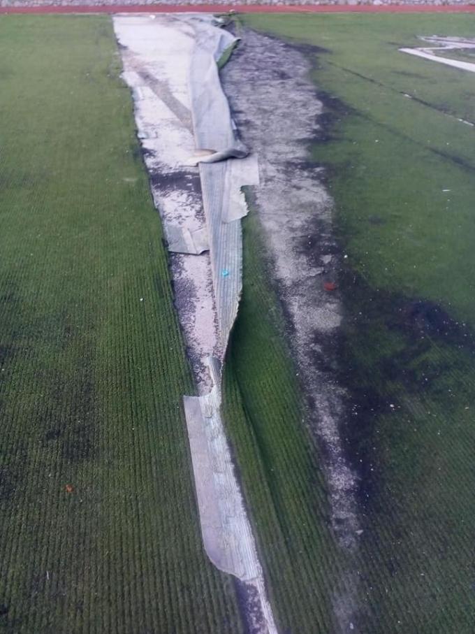 На Украину уже не спишешь: сеть шокировали фото разрушенного футбольного поля в оккупированной Ялте (2)