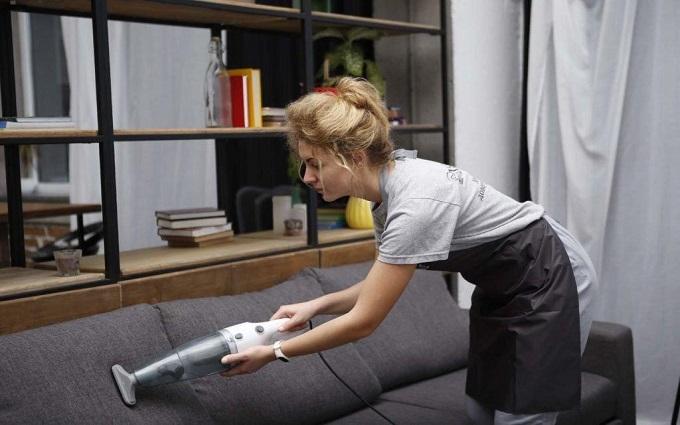 Як почистити диван в домашніх умовах? (1)