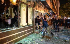 В ходе стычек в парламенте Македонии пострадали 77 человек, депутатов вызволял спецназ