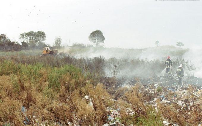 У Тернопільській області горить величезне звалище: опубліковані фото