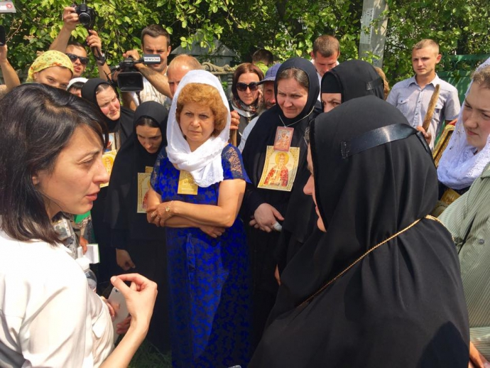 Деканоїдзе приїхала до учасників хресної ходи з пропозицією: з'явилося фото (1)