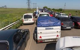 З'явилися фото грандіозних черг у пунктах пропуску на Донбасі