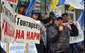 «Провокації не завадять акції протесту під НБУ. Ми будемо стояти тут поки не посадять Гонтарєву і Рожкову», - Рабінович