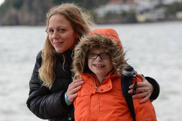 Мать пробежит 7000 км, чтобы собрать деньги для спасителей сына: опубликованы фото (4)