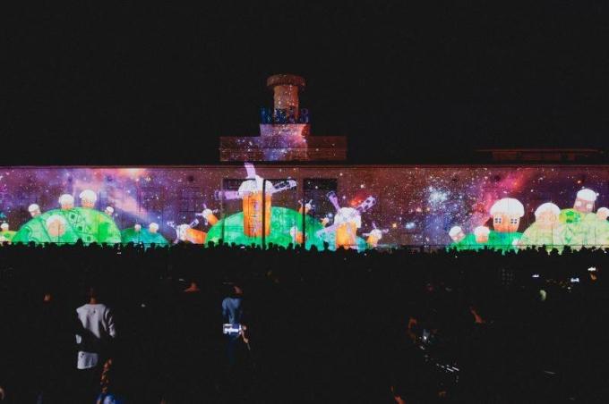 В Киеве открылся международный световой фестиваль: опубликованы зрелищные фото и видео (1)