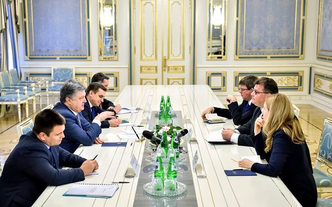 """Порошенко: Украина, США и Евросоюз работают над """"списком Савченко"""" против России"""