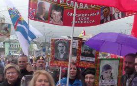 """На акцию """"Бессмертный полк"""" в Москве вышли боевики с портретами Гиви и Моторолы"""