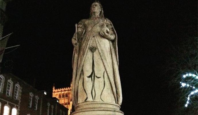 Вулична художниця-феміністка додала пікантності пам'ятнику королеві Вікторії