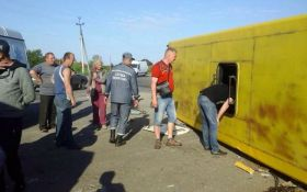 На Запорожье в ДТП с маршрутками пострадали более 30 человек фото с места аварии
